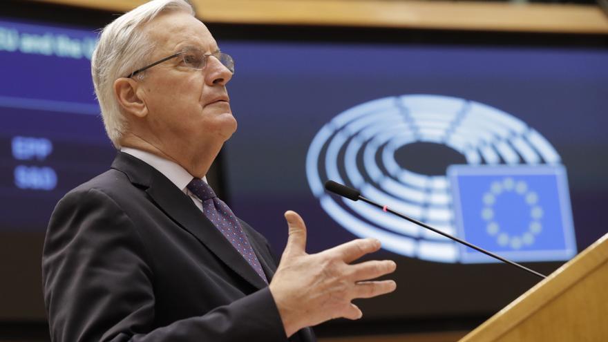 """Barnier lanza una """"oferta final"""" a Londres por la pesca: 160 millones de euros en cuotas"""