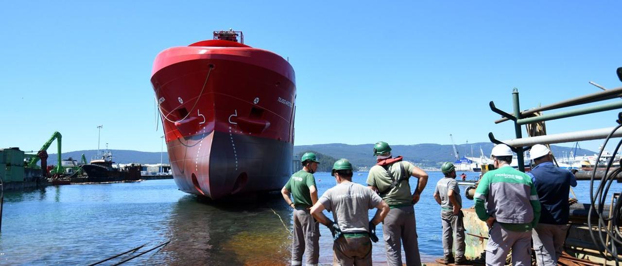 Portacontenedores para Royal Artic Line fabricado por Nodosa, en su botadora en la ría de Pontevedra.
