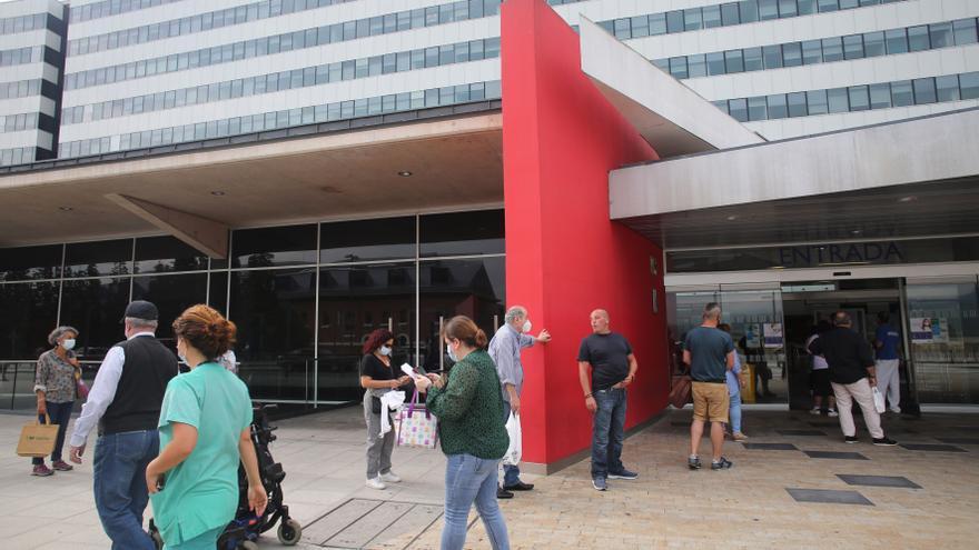 Los hospitales inician la desescalada con pases para visitas de una hora