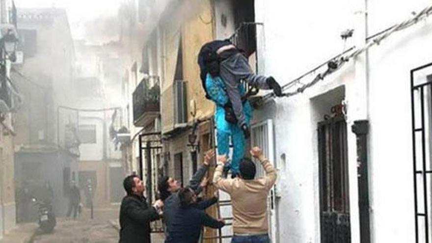 Un inmigrante rescata a un vecino de un incendio en Denia