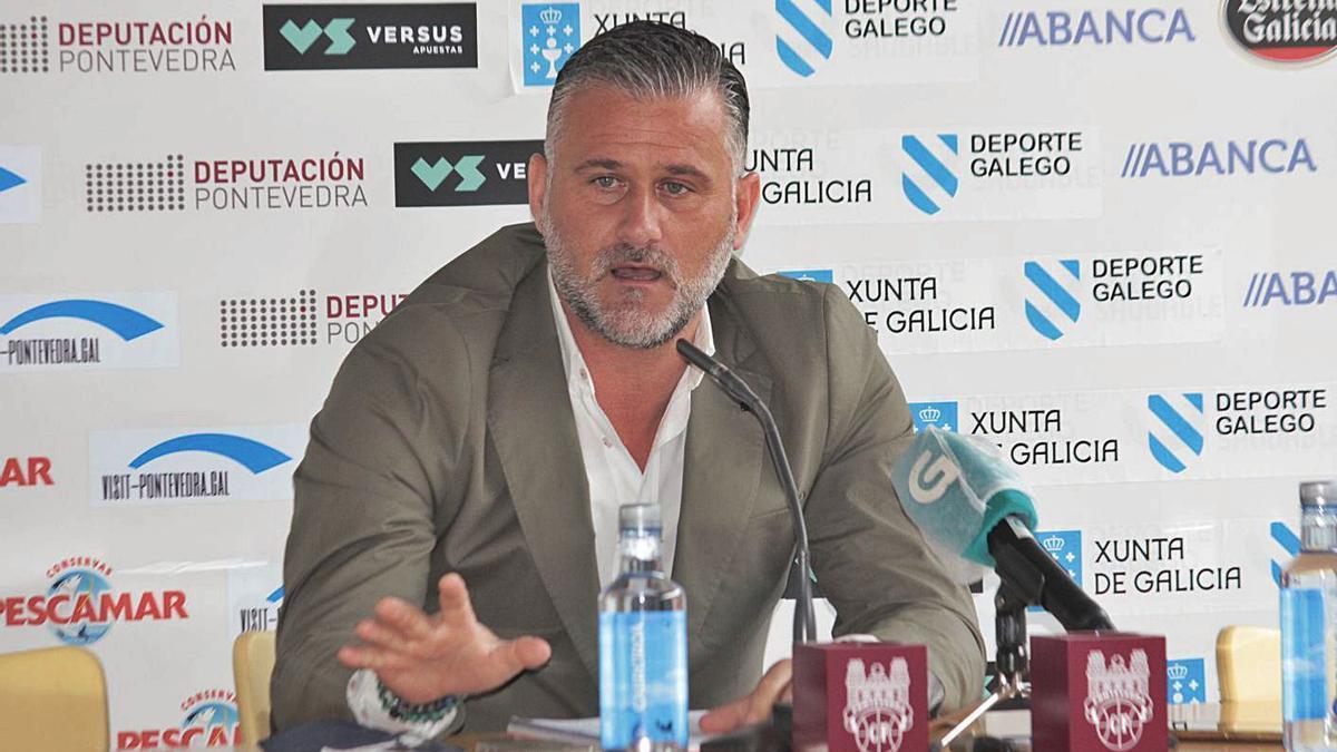 Toni Otero, ayer en rueda de prensa en Pasarón.    // SANTOS ÁLVAREZ