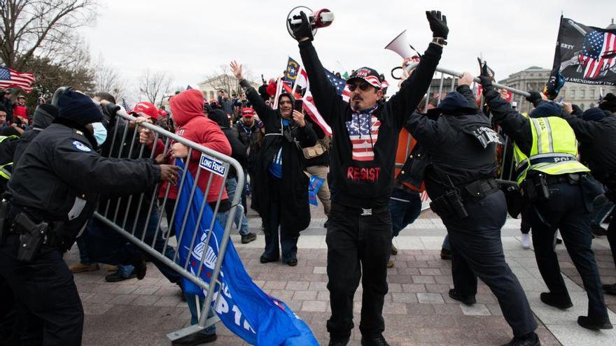 Los seguidores de Trump asaltan el Capitolio de EEUU