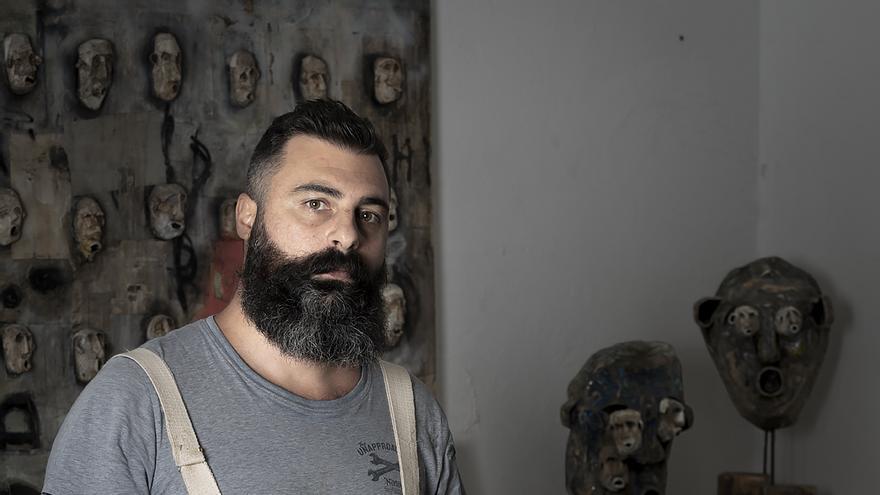La evocadora y primitiva pintura del artista italiano Rocco Cardinale ocupa el Centro de Artes Plásticas del Cabildo