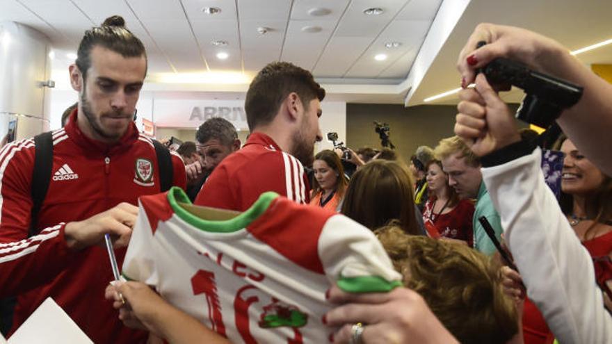 Gales recibe por todo lo alto a su selección