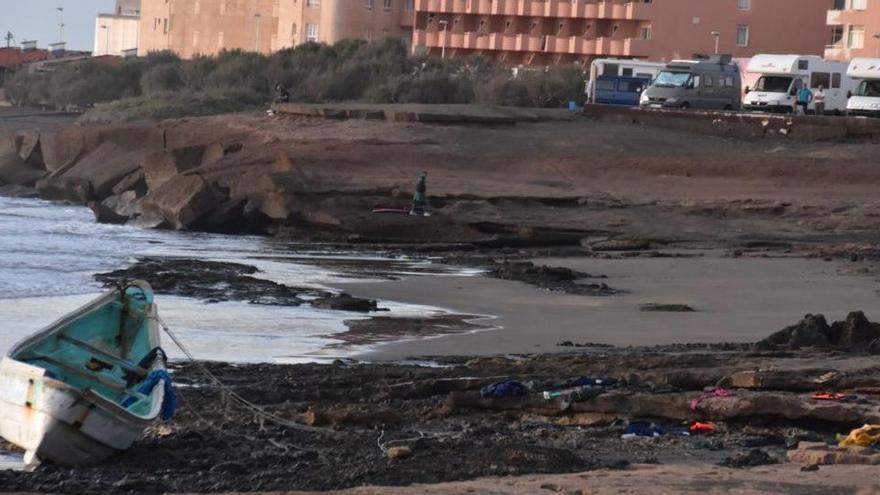 Muere un migrante subsahariano de los 89 llegados a Tenerife en un cayuco