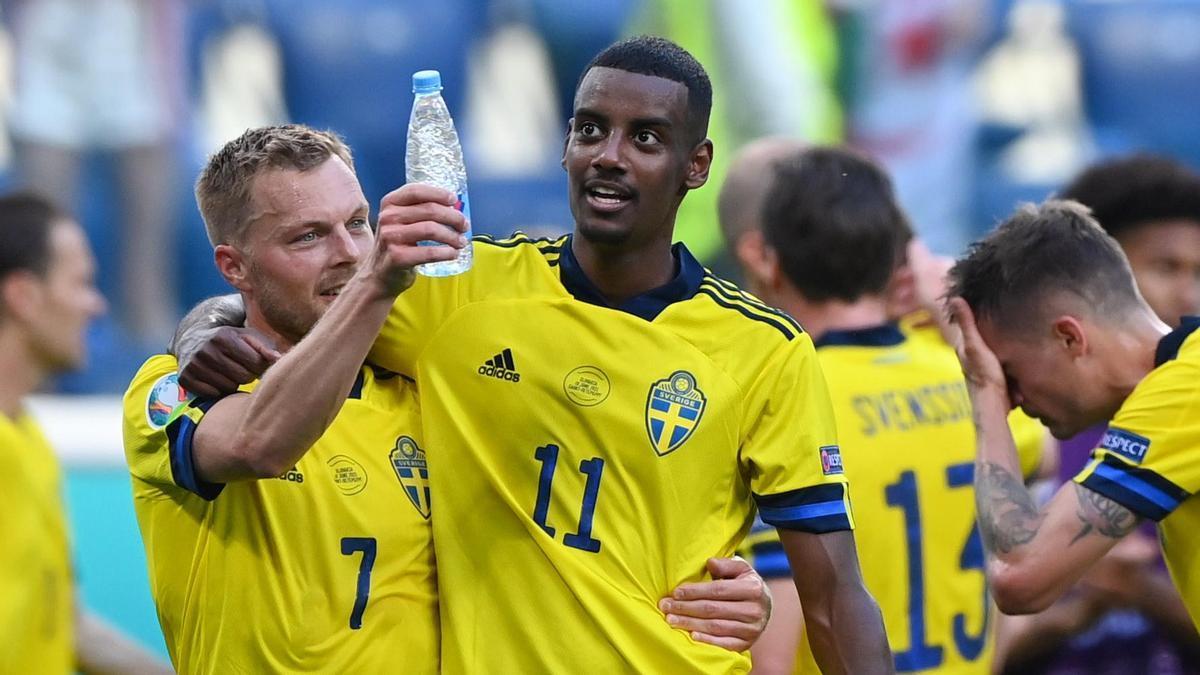 Los jugadores de Suecia celebran la victoria sobre Eslovaquia.