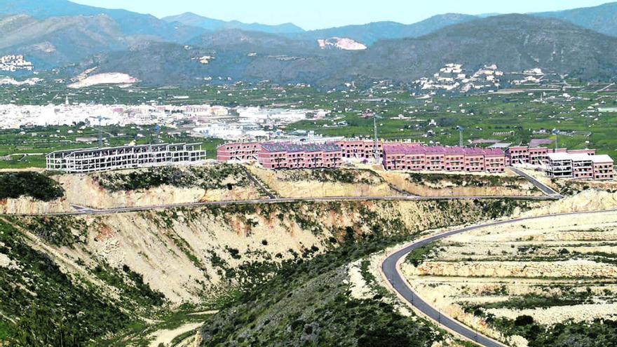 La compañía VAPF de Benissa compra la urbanización fantasma de Penya Roja de Pego