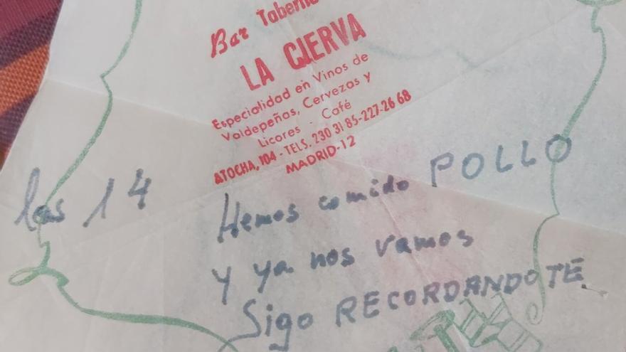 Comparte los románticos mensajes escritos en servilletas que su abuelo le enviaba a su abuela y se vuelve viral