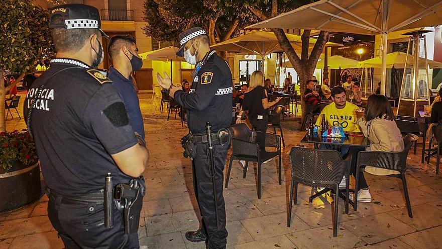 Disparidad de criterios en los alcaldes de la provincia de Alicante sobre el toque de queda
