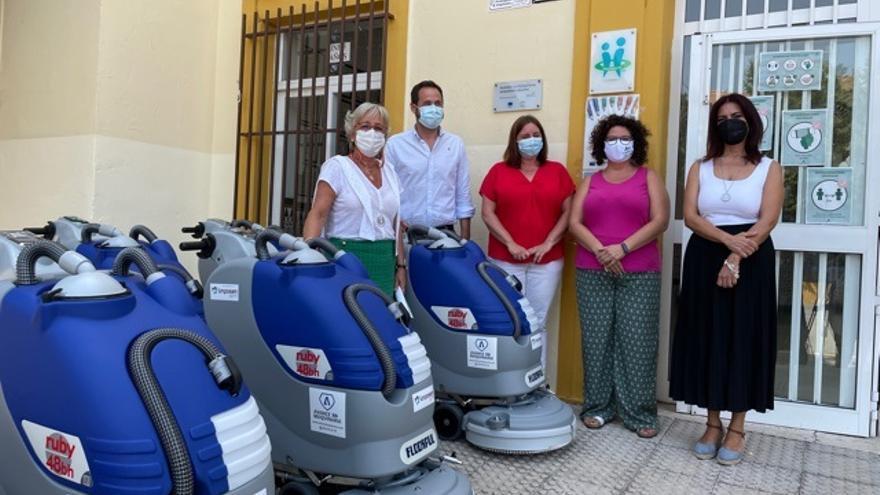 El Ayuntamiento de Málaga destina 1,2 millones en limpiar los centros educativos para el nuevo curso