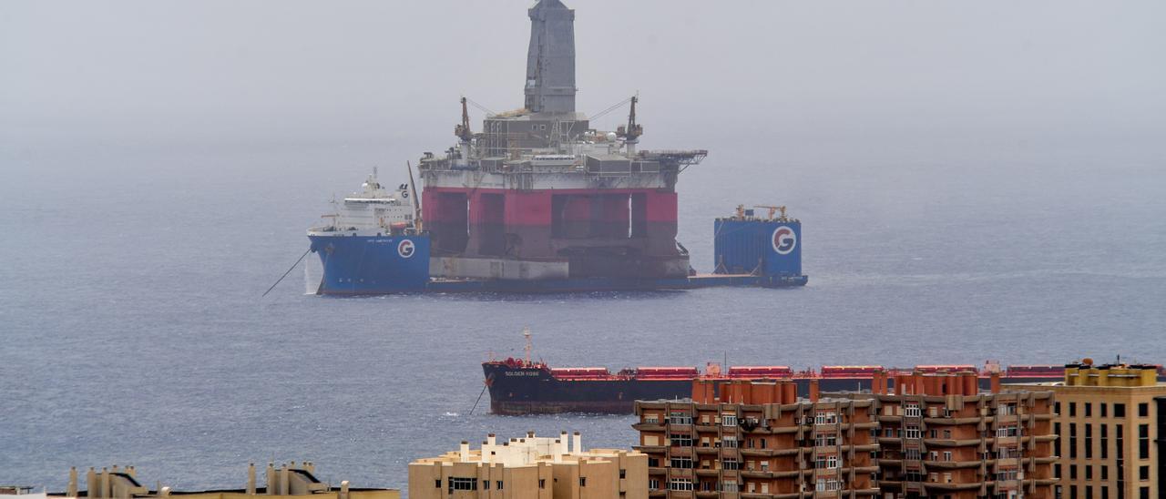 Plataforma sobre el buque GPO Amethyst en el Puerto de Las Palmas.