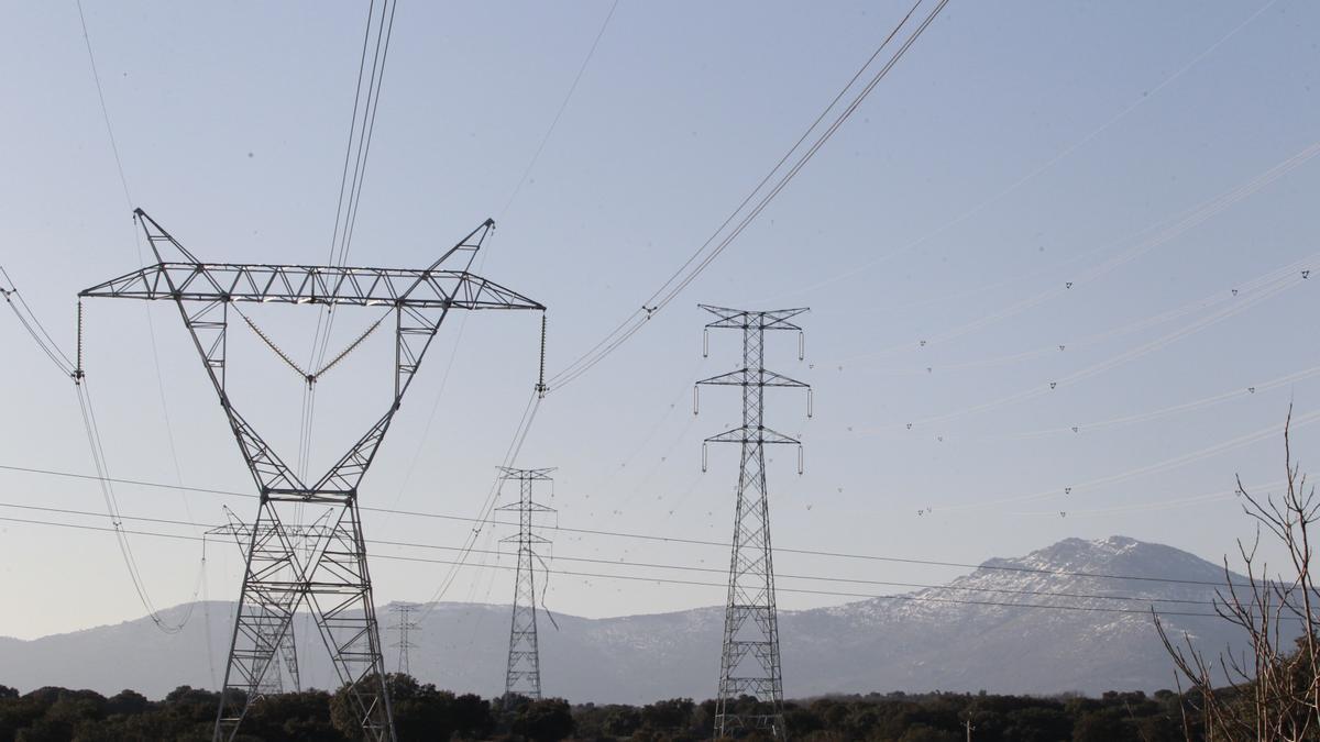 El PP en la Diputación reclama al Ministerio de Hacienda que reduzca el IVA de luz y gas al 4%