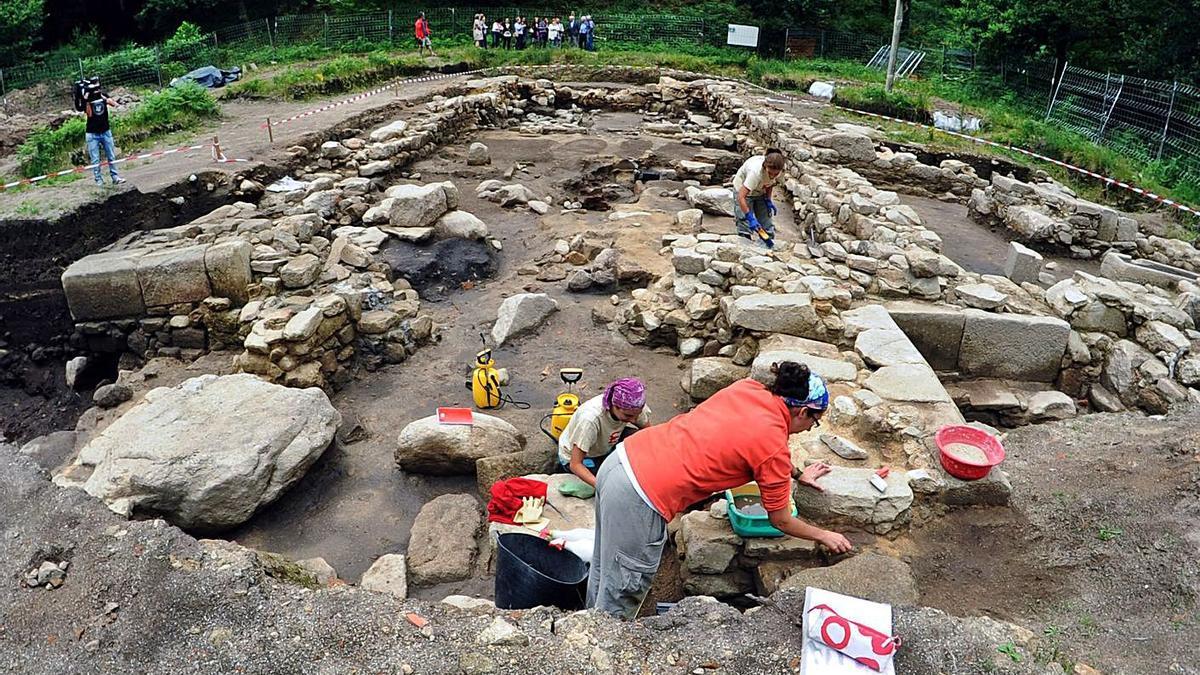 El yacimiento de Igrexa Vella, durante una de sus excavaciones.   | // IÑAKI ABELLA