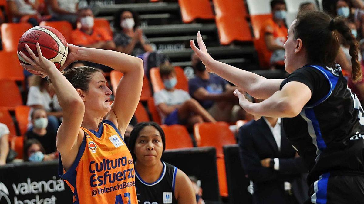 El Valencia Basket femenino es tercero en la clasificación.  | F. CALABUIG