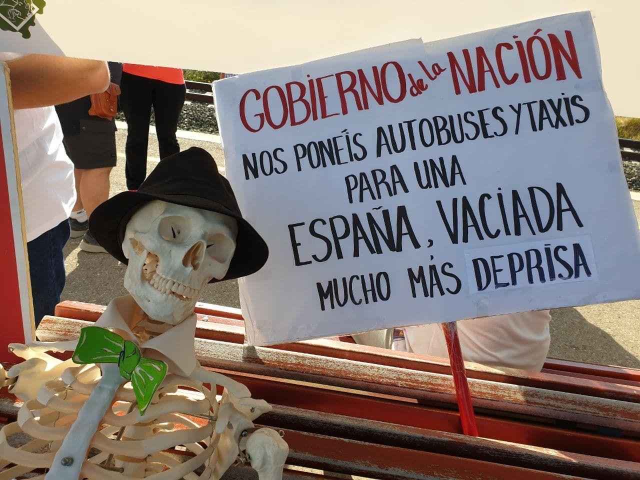 Protestas en las estaciones de Caminreal y Teruel por los acuerdos con los trenes