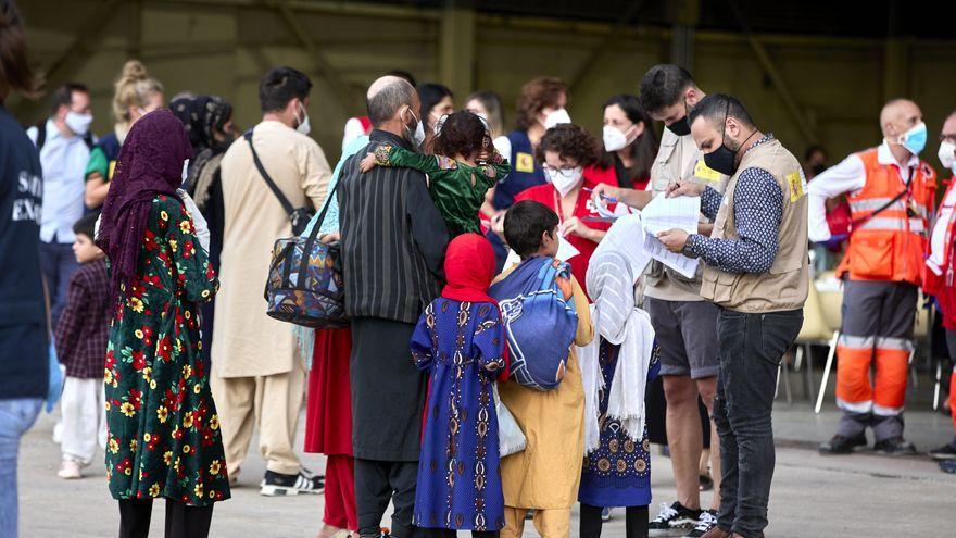 """Una comisión de coordinación garantizará la """"máxima protección, atención y apoyo"""" a los refugiados afganos que llegan a Castilla y León"""