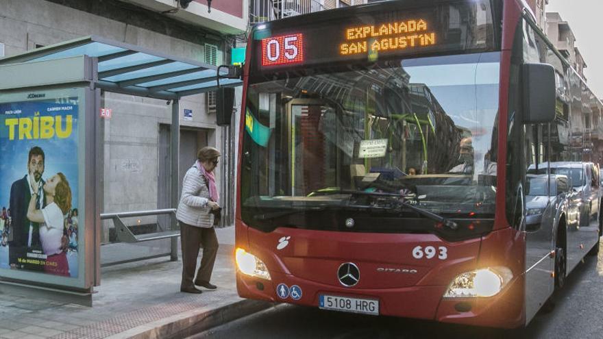El PSOE critica por excesivo el precio del nuevo bono de tarifa plana para el autobús