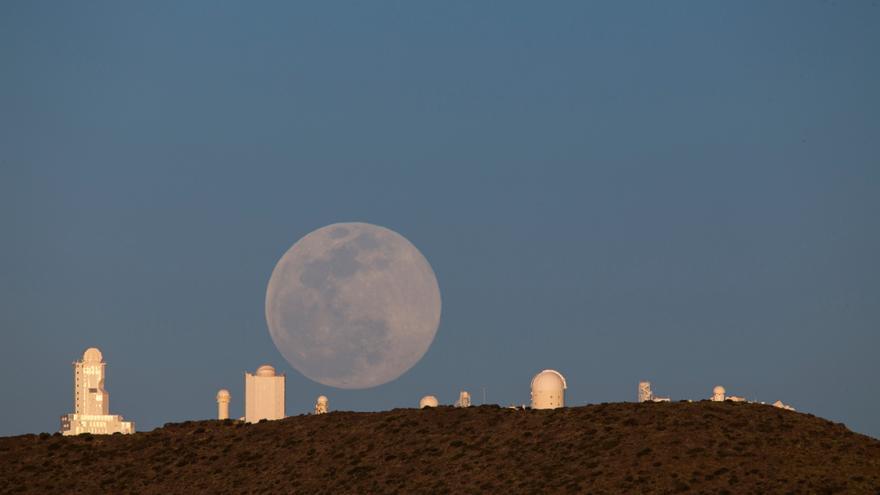 La Superluna Rosa, vista desde Canarias