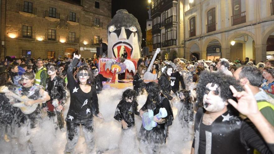 """""""Celtas Cortos"""" anima un Antroxu que suma una gran fiesta de disfraces en La Magdalena"""