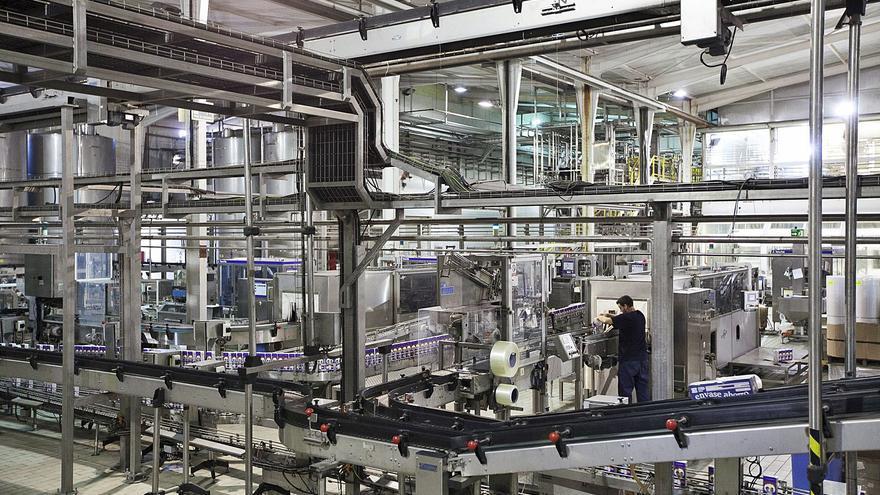 JSP reduce la producción y deja de suministrar leche fresca, yogures, natillas y pan