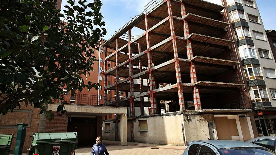 """El banco propietario pone en venta la ruina del bloque """"Los Tomelos"""" por 238.800 euros"""