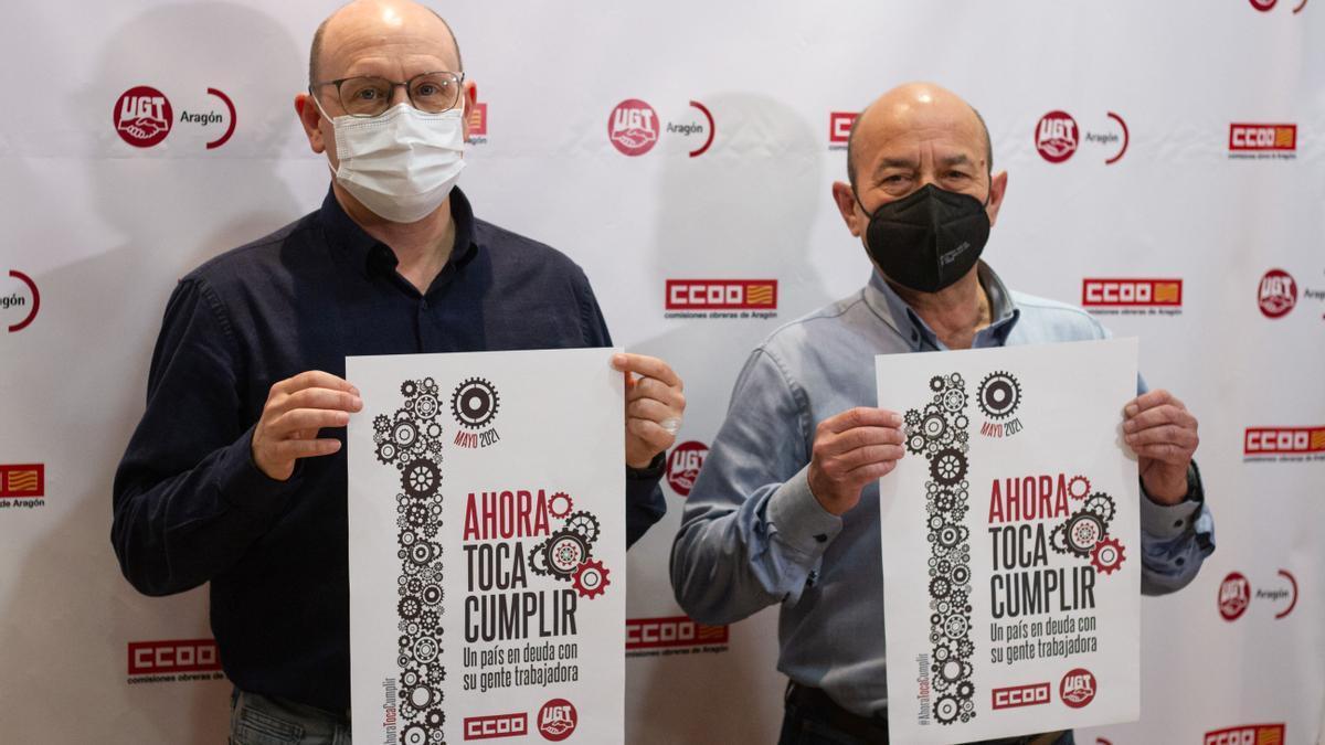 Los líderes de CCOO y UGT en Aragón, Manuel Pina y Daniel Alastuey, ayer en la presentación de las protestas.