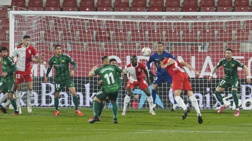 El Sporting se asienta en el play-off y distancia en cinco puntos al Rayo