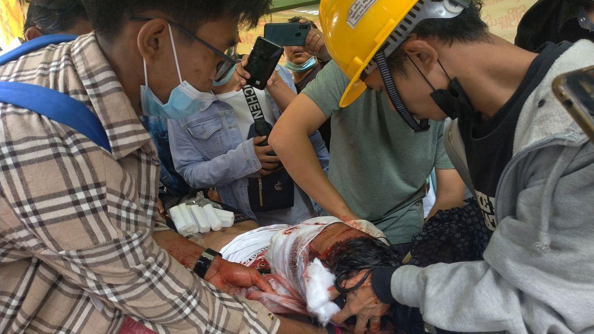 La represión en Birmania deja al menos tres muertos en el día más sangriento