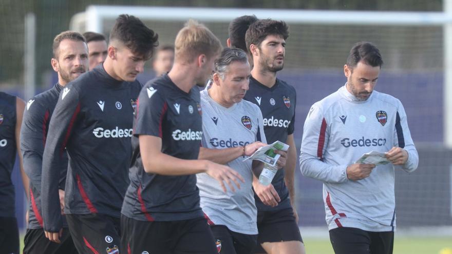 Las primeras decisiones de Javi Pereira en el Levante UD