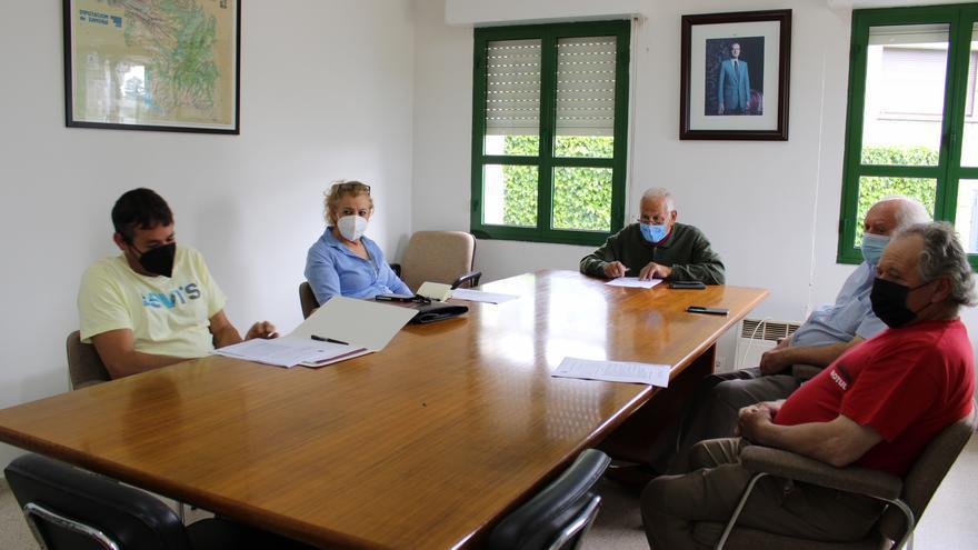 Los sanitarios de Palacios de Sanabria y Rosinos reiteran la petición de un teléfono