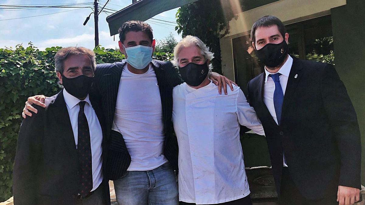 Por la izquierda, Antonio Lobato, Fernando Hierro, Juan Luis Lobato y Marcos Lobato, ayer. | LNE