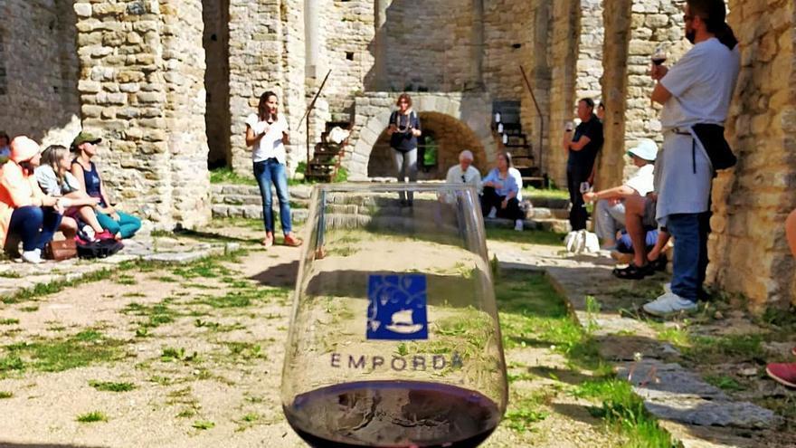 La DO Empordà fusiona el vi  del territori amb cinc monestirs