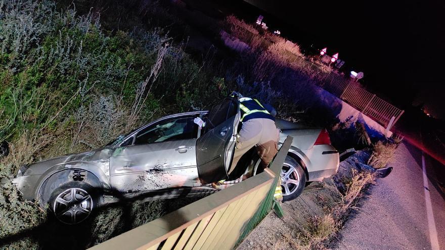 Herida una mujer tras caer su coche por un terraplén de madrugada en Alhama