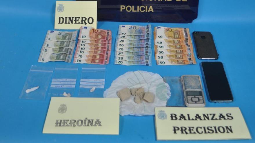 Desmantelado un punto de venta de heroína en el piso de un vecino de El Llano