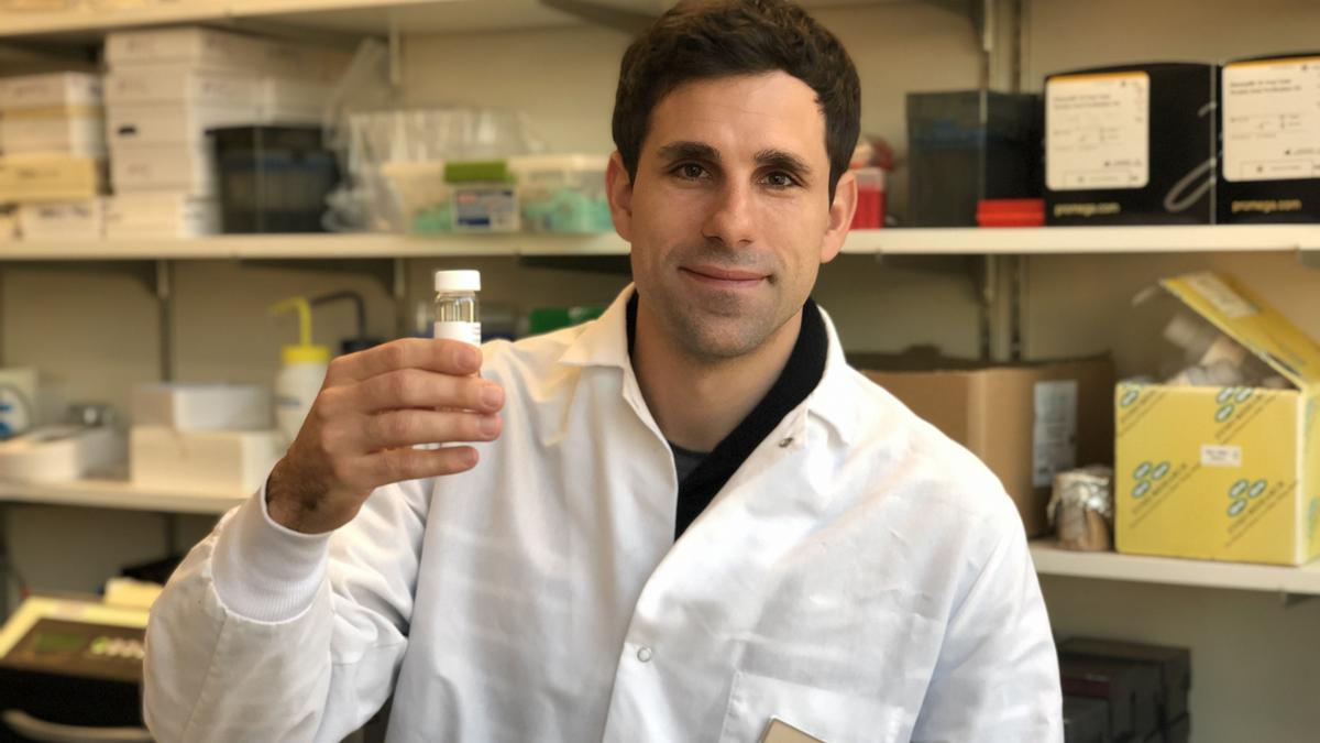 El biotecnólogo coruñés César de la Fuente.
