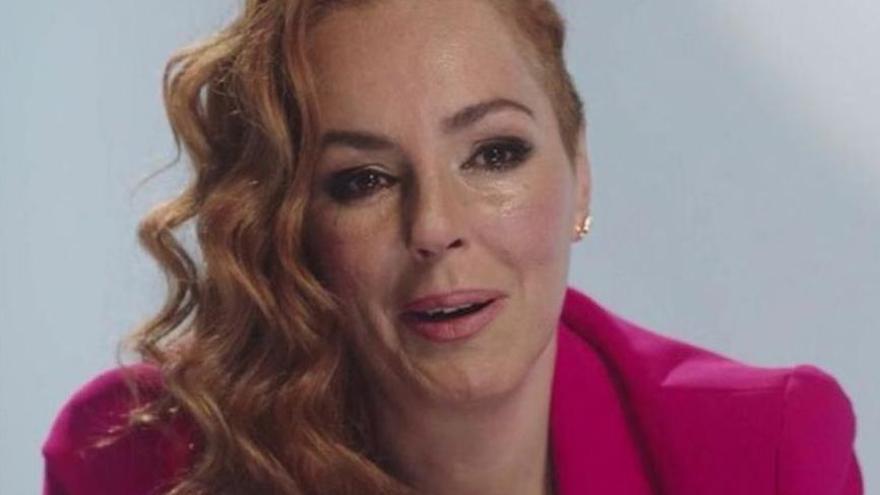Rocío Carrasco rompe a llorar durante la emisión de la serie documental