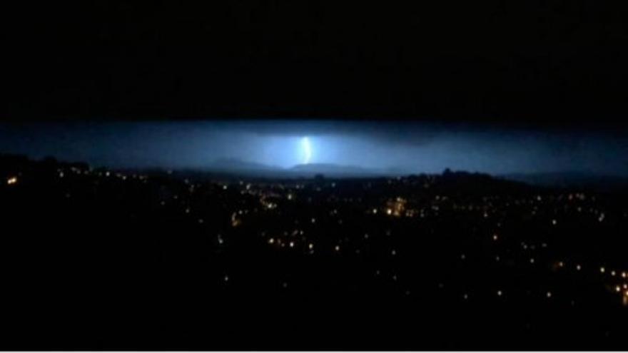 La tormenta centellea sobre Vigo