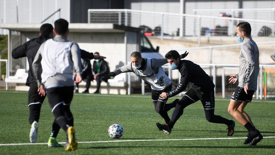 Un jugador del Pontevedra da positivo en COVID tras la vuelta de Navidad