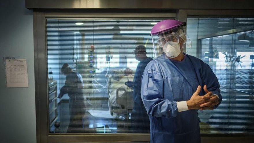 La pandemia de Covid se cobra la vida de más de un millar de personas en Canarias