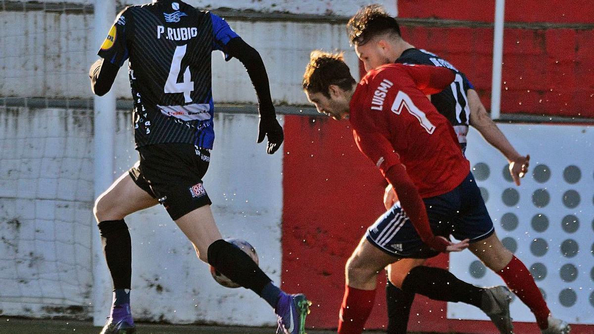 Un lance del último encuentro disputado entre el Alondras y el Barco.    // GONZALO NÚÑEZ