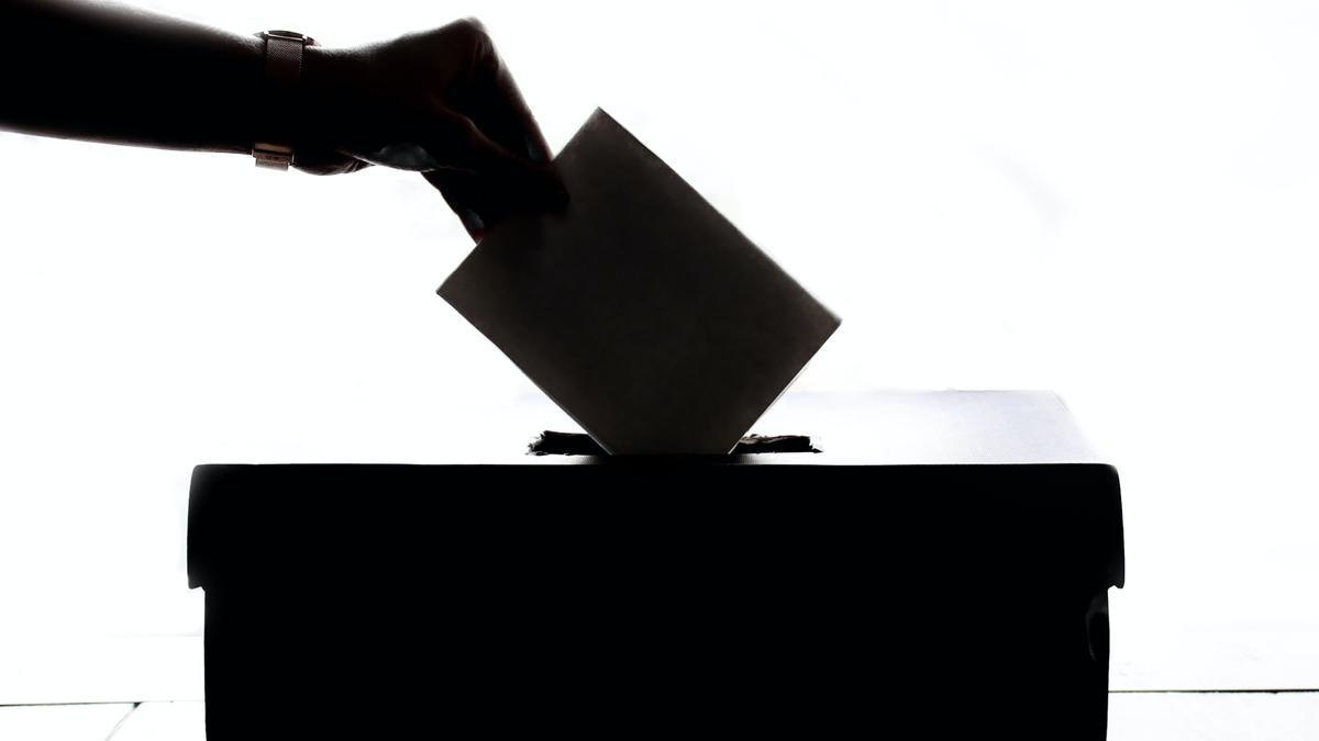 Una urna para votar. Foto de Element5 Digital en Pexels.