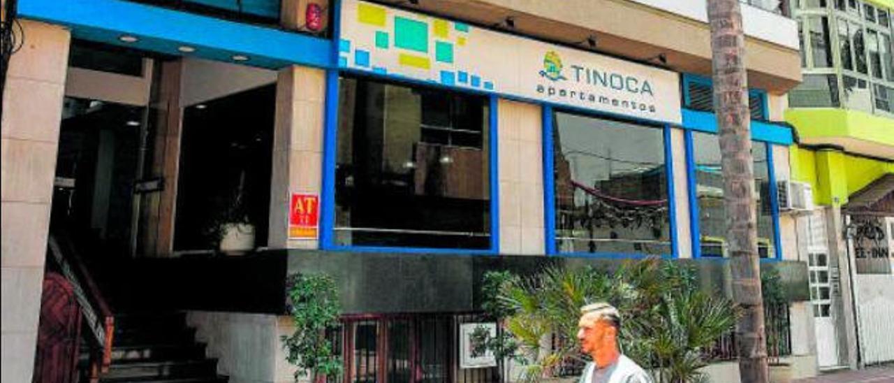 Los apartamentos Tinoca, el primer establecimiento que abrió el 11 de mayo en la zona de Las Canteras.