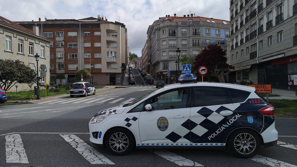 Vehículo de la Policía Local de Marín.