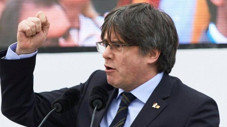 Puigdemont dice que fue al extranjero para defenderse en jurisdicciones imparciales