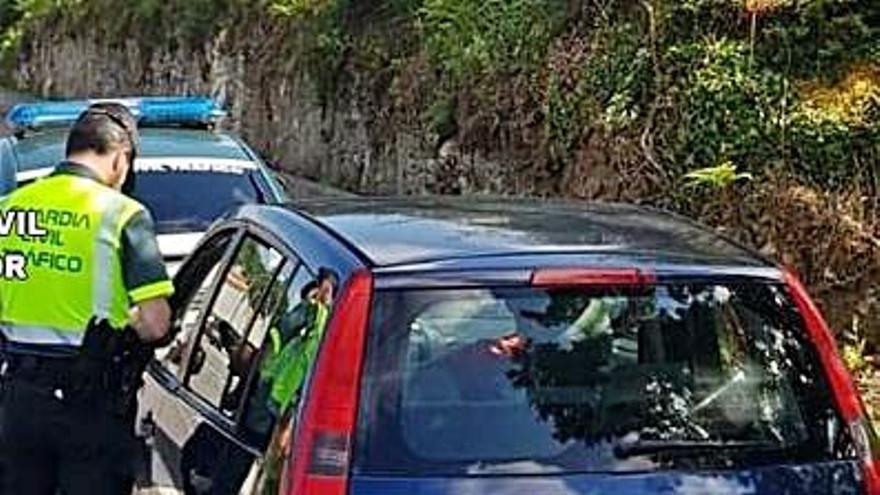 Interceptado un conductor ebrio y a 135 km/h en un tramo limitado a 50 en Camariñas