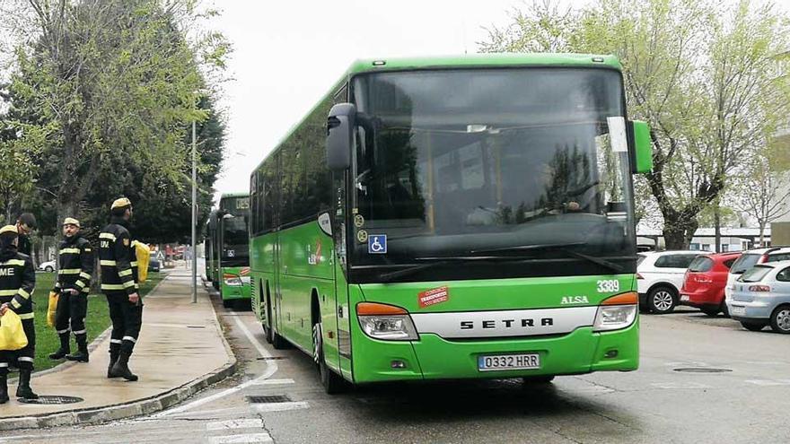 Alsa cede buses a la UME para el traslado de enfermos