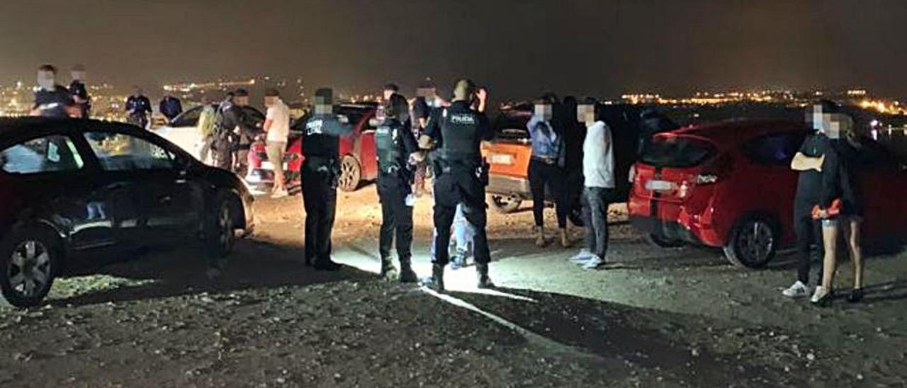 La Policía frustra un botellón en Vila el fin de semana pasado.