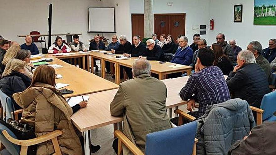 Desarrollo de la reunión de alcaldes alistanos celebrada en Alcañices para preparar el documento. S.