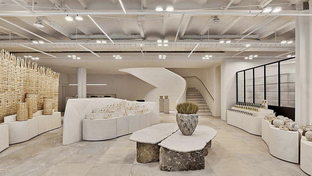 Entrada de la nueva tienda de Zara Home de plaza de Lugo, con panel de cestería a la izquierda.  | // L.O.