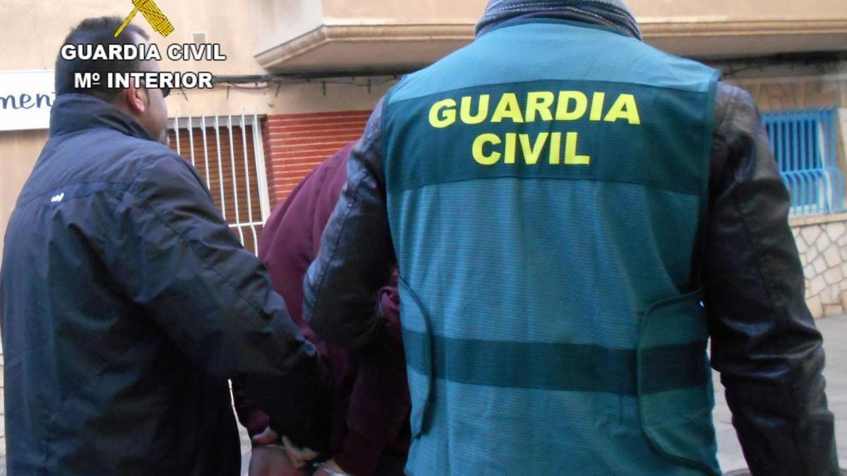 A la cárcel un peligroso ladrón de Benicarló que escalaba fincas y amenazaba a ancianas con un cuchillo